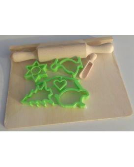 Набор «Маленький кондитер» скалка, дощечка, совок для муки, 5 форм для печенья