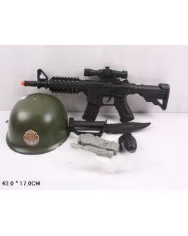 Военный набор 6313D-1  каска, автомат, в сетке 43*17см